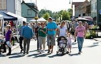 Den folkerike landsbyfesten på Dokka foregår hver sommer.